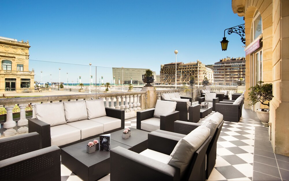 Hotel maria cristina in san sebastian hotel rates for Luxury hotel zaragoza