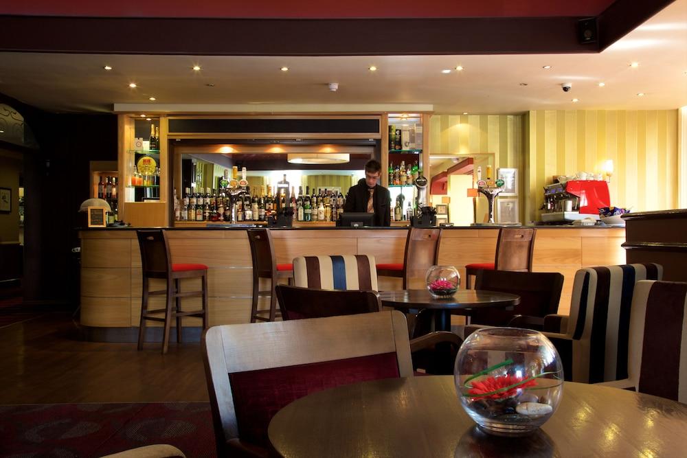 Weekend short break late special hotel deals in scotland england wales