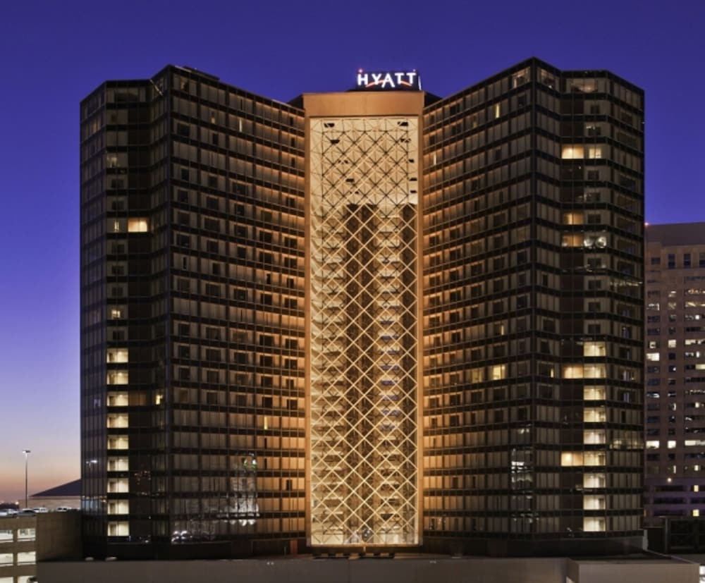 Book hyatt regency new orleans new orleans hotel deals for Hotels by mercedes benz superdome
