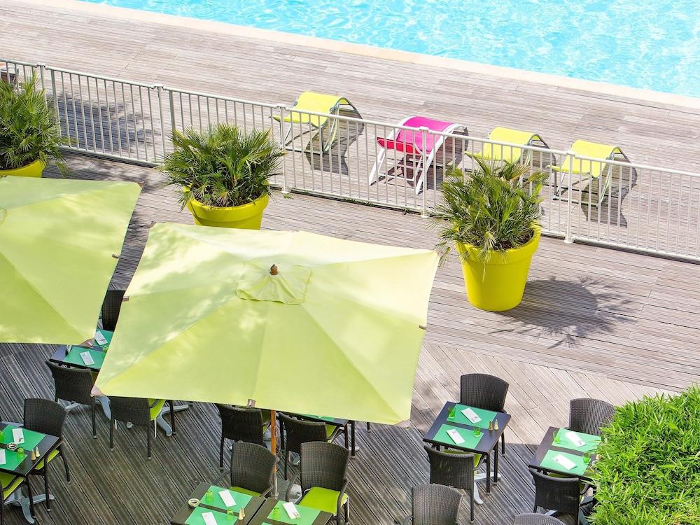 Novotel paris orly rungis in paris hotel rates reviews for Public pools in paris france