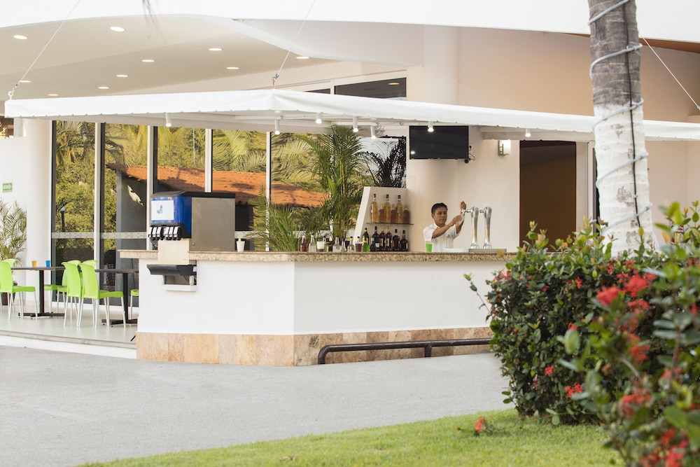 Costa club punta arena hotel reviews photos rates for Jardin villa austral punta arenas