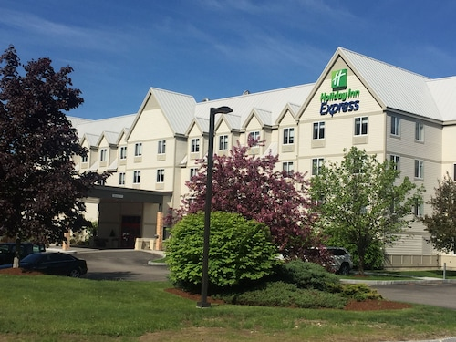 Holiday Inn Express & Suites Lincoln East - White Mountains