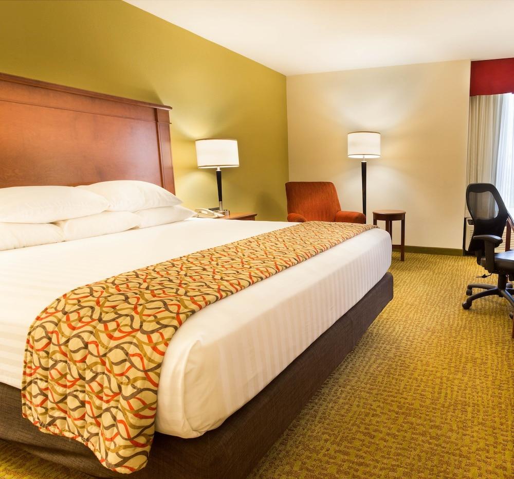 Drury Inn & Suites Charlotte University Place, Charlotte, USA ...