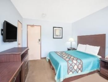 Cleveland Vacations - Super 8 - Cleveland/N. Ridgeville - Property Image 2
