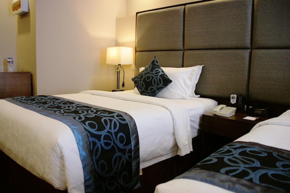 Golden Phoenix Hotel Rooms