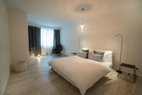 Paradeplatz Apartment by Airhome