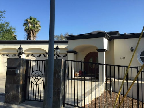 Perfect Villa 6BD in Woodland Hills