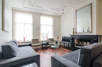 Marnix Apartments
