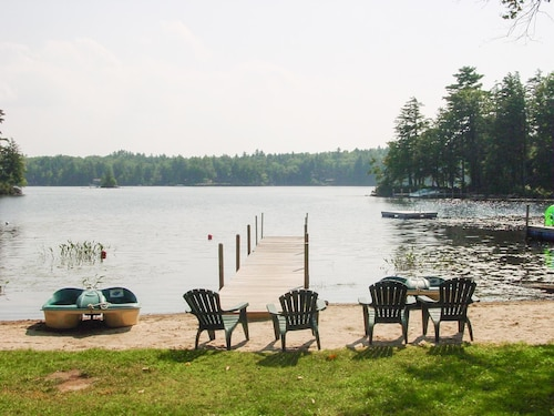 Lake Winnipesaukee - Waterfront - 410 - 4 Br home by RedAwning