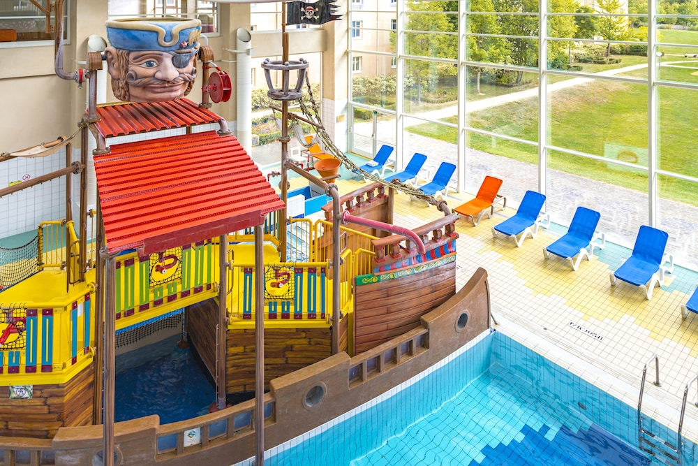 Explorers hotel at disneyland paris paris france expedia for Appart hotel paris avec piscine