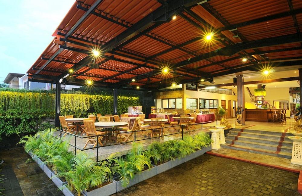 Green garden hotel kuta idn for Green hotel design