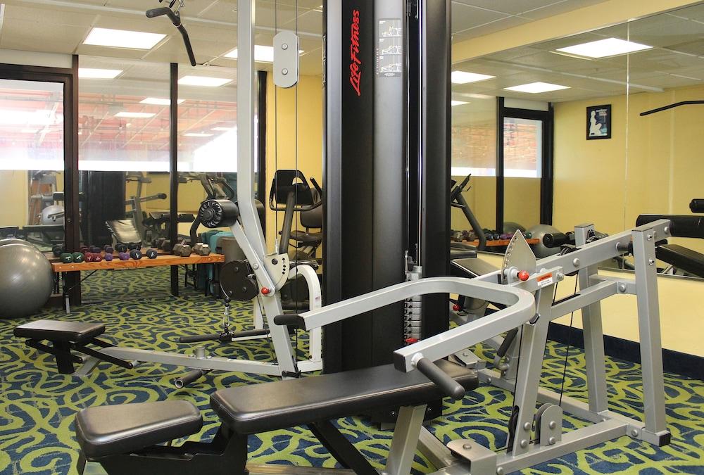 Virginia Beach Hotels Indoor Pool Game Room