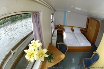 Eastern & Western Comfort Hostelboat