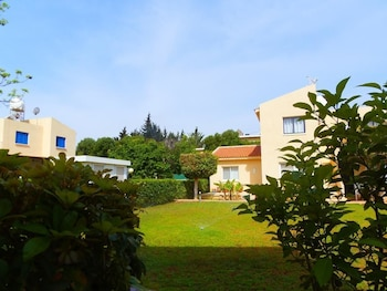 Light & Blue Gardens Apartments