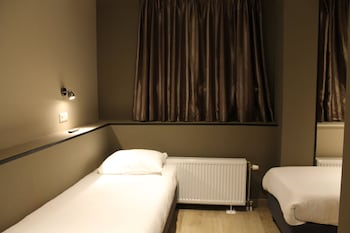 Hotel Blossoms