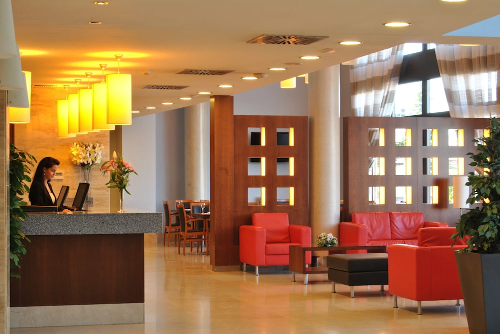Hotel avant aeropuerto in madrid hotel rates reviews - Avant haus madrid ...