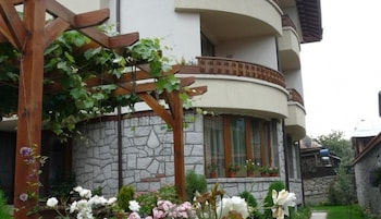 Lina Guest House