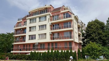Topalov Guest House - West