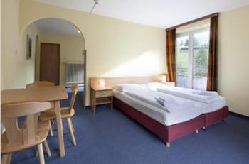 Euro Youth Hotel & Krone