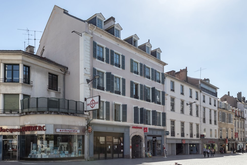 Appart 39 city pau centre in pyrenees atlantiques hotel for Apart city hotel