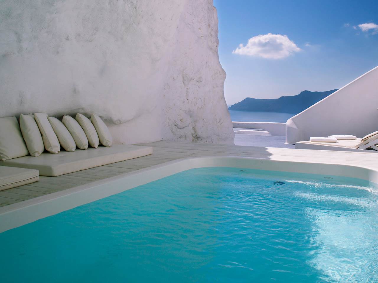 Unique Sleeps: Katikies Hotel, Santorini, Greece