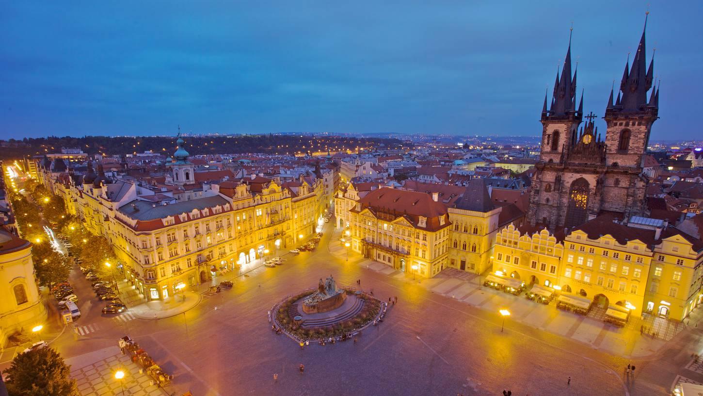 プラハへの格安航空券|飛行機チ...