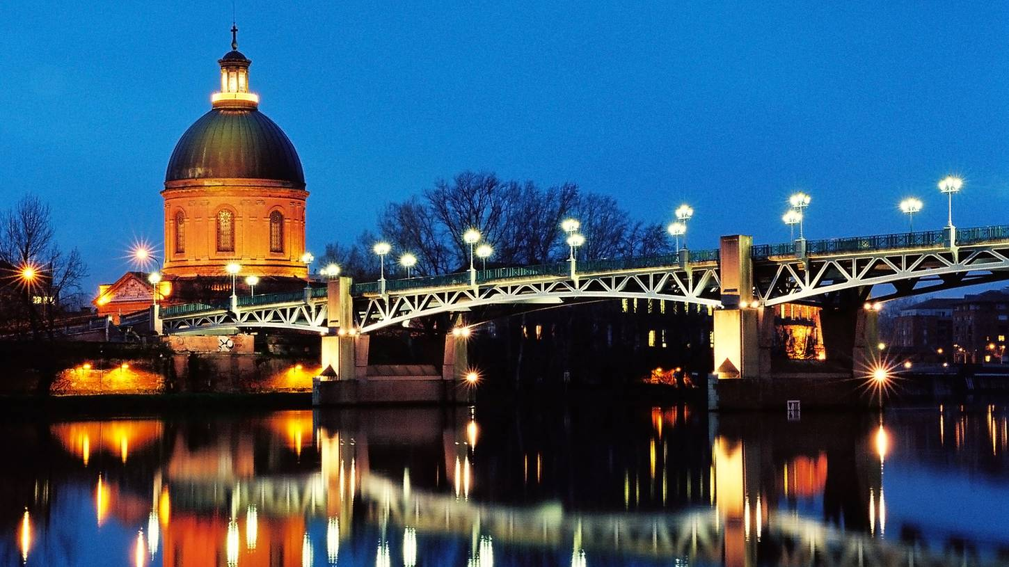 Cheap flights to toulouse occitanie in 2017 expedia for Buro services toulouse