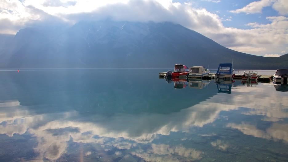 Lake minnewanka in banff national park alberta expedia for Fishing in banff