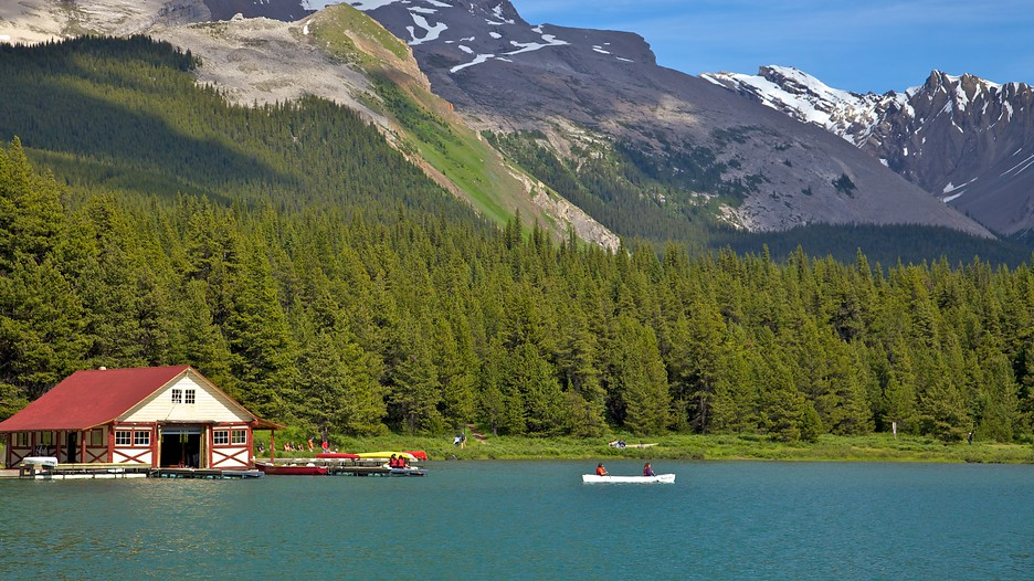 how to get to maligne lake