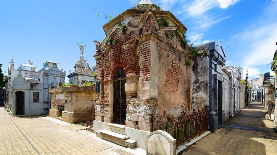 Recoleta cemetery in buenos aires expedia for Hotel buenos aires design recoleta