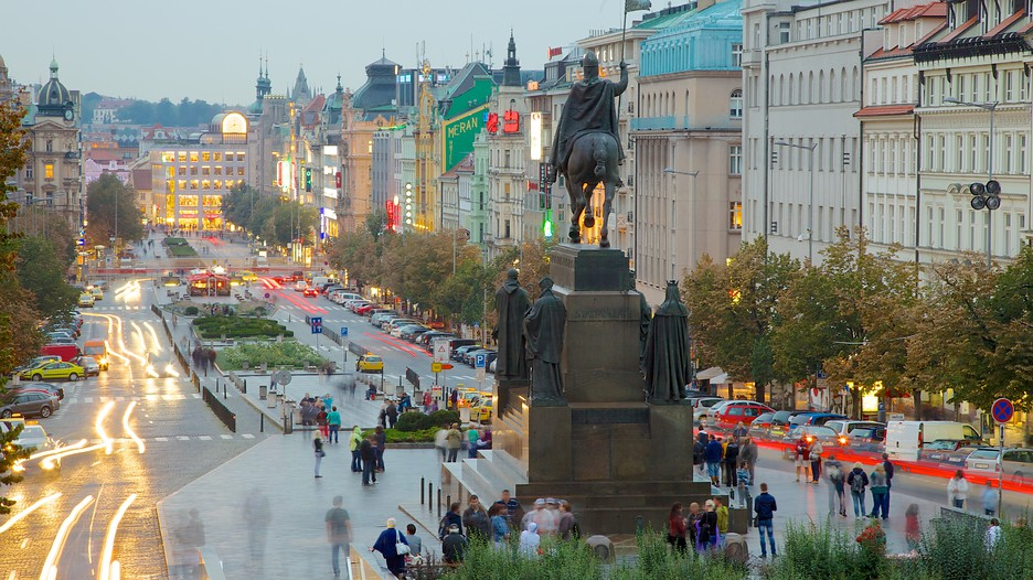 Wenceslas square in prague expedia for Prague square