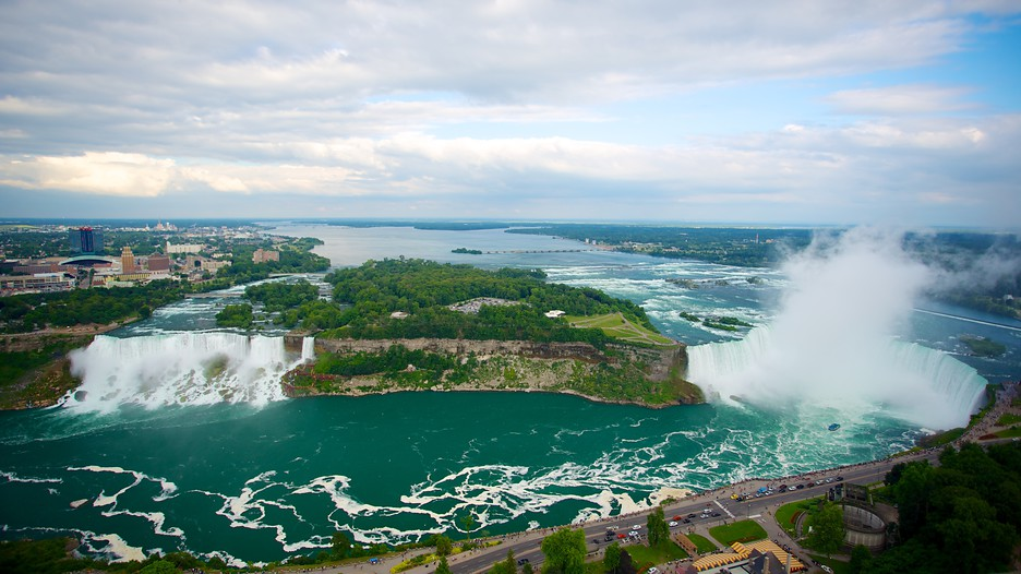 Toronto travel deals summer