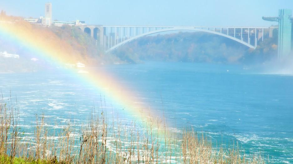 Rainbow Bridge in Niagara Falls, New York   Expedia.ca