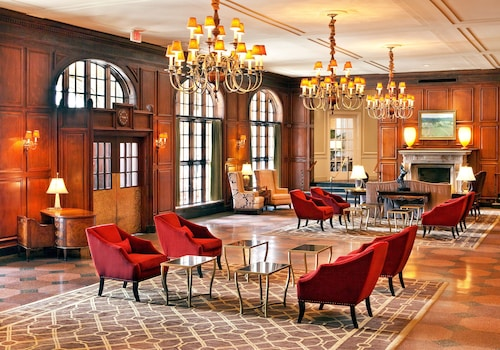Hotel Roanoke & Conference Ctr, Curio Collection by Hilton