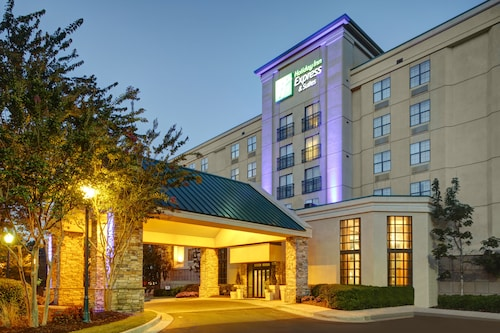 Holiday Inn Express Suites Atlanta Buckhead