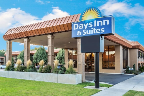 Days Inn Suites By Wyndham Logan
