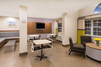 Microtel Inn & Suites by Wyndham Richmond Airport