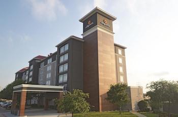 La Quinta Inn & Suites Dallas Arlington 6 Flags Drive