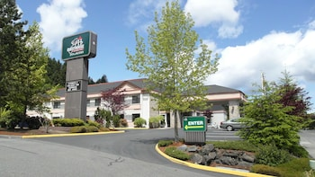 GuestHouse Inn & Suites Poulsbo