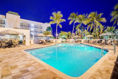 Boca Raton Plaza Hotel Suites