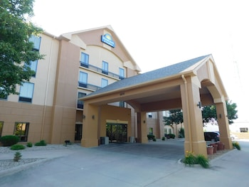 Days Inn Suites Cedar Rapids