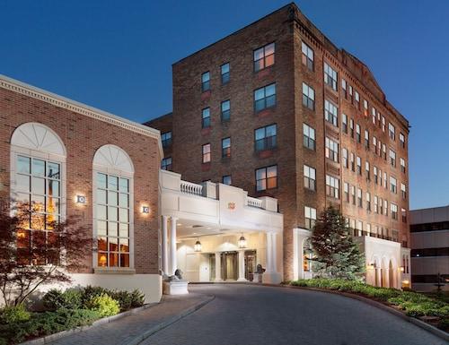 Genesee Grande Hotel And Suites