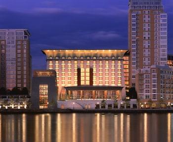 Canary Riverside Plaza Hotel