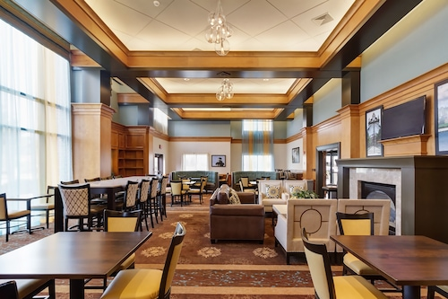 Holiday Inn Express Hotel Suites Warwick Providence Arpt