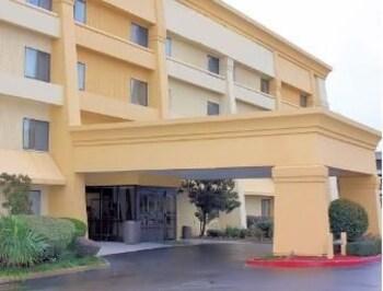 Baymont Inn and Suites Texarkana