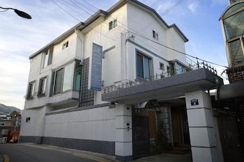 B & J Open Guest House - Hostel