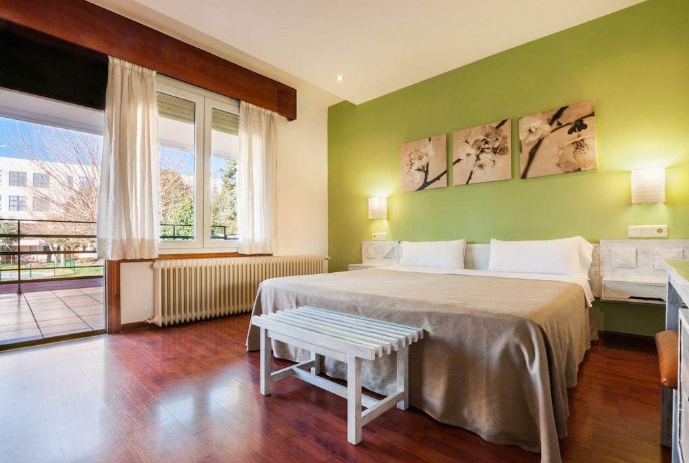 Hotel Los Olivos + Entradas a Faunia