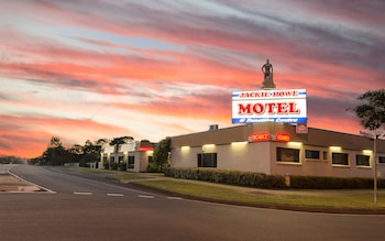 MAS Country Jackie Howe Motel