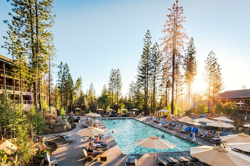 Rush Creek Lodge at Yosemite