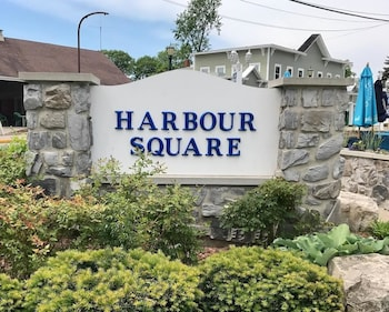 Harbour Square Suites